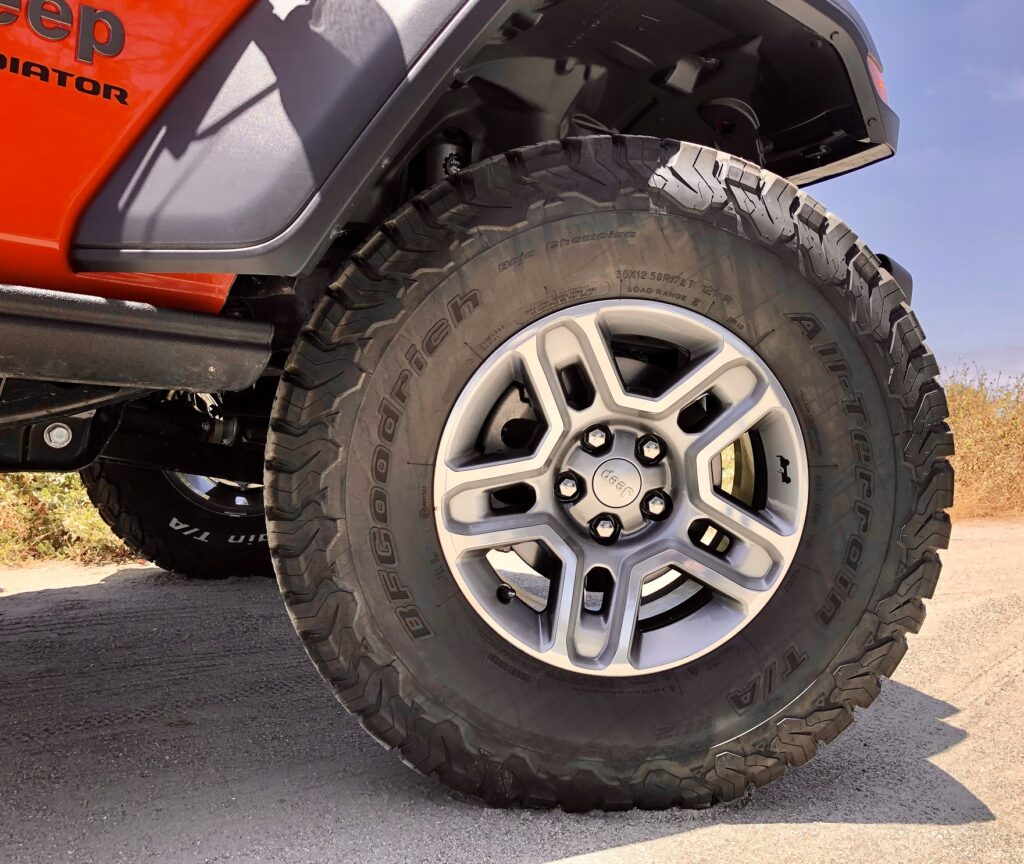 Off road slotted wheels and tires