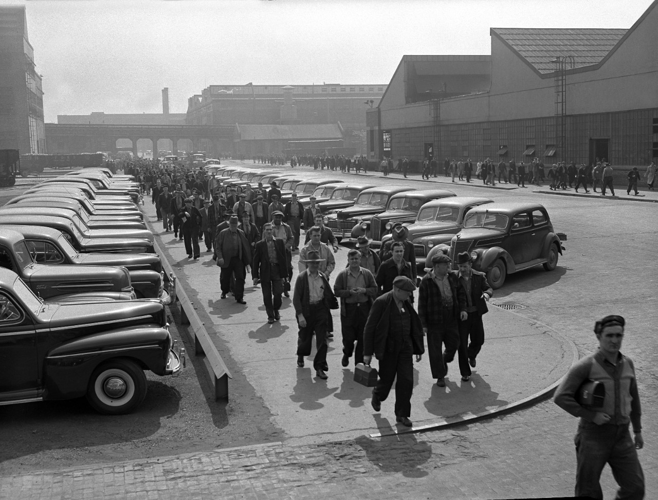 A shift change at the 1946 Ford Rouge Complex where the 1962 Fairlane would be built.