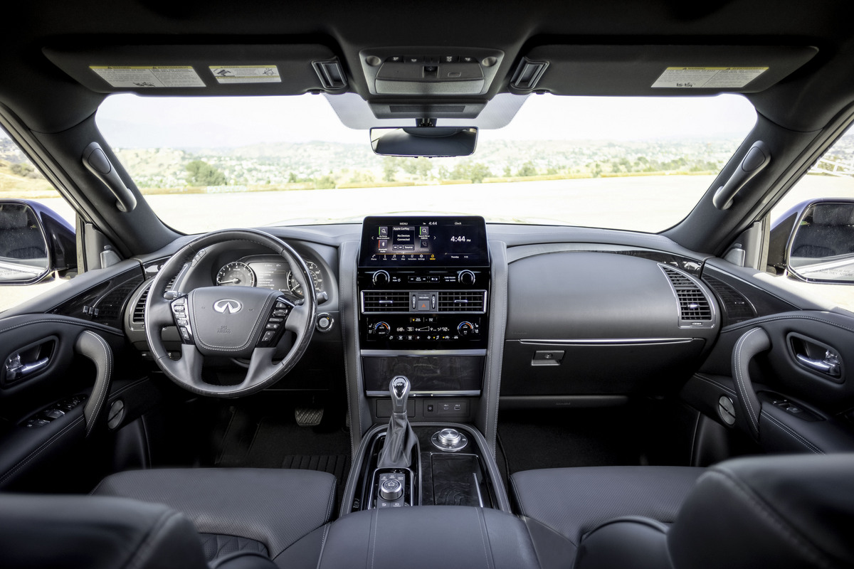 The front-seat area of the QX80